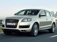 В премиальном сегменте только Audi предлагает полноценный семиместный внедорожник Q7. Самый дешевый Q7 с двигателем 3.0 TFSI (272 силы, 400 Нм) и восьмиступенчатым «автоматом» оценивается в 2749000 рублей. С тем же, но форсированным до 333 сил мотором -- уже в 3179000 рублей. Audi Q7 3.0 TDI (245 сил, 550 Нм) стоит всего на 5000 рублей дороже, чем 3.0 TFSI. Вариант с турбодизелем 4.2 (340 сил, 800 Нм) -- минимум 3776000 рублей.