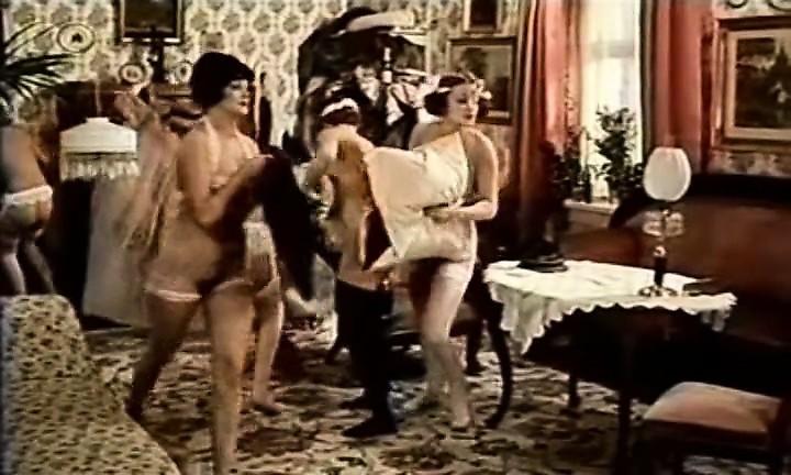 seksualnaya-zhenshina-v-prozrachnom-bele