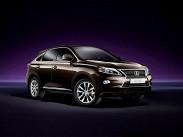 **Lexus RX.** В России японский кроссовер продается как в переднеприводном варианте (от 1,936 миллиона рублей), так и в полноприводной версии с 277-сильным мотором V6 (от 2,625 до 2,972 миллиона рублей за версию Premium +). Но самый дорогой - это гибрид RX 450h, стоимость которого находится в диапазоне от 2,995 до 3,342 миллиона рублей.