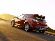 Mazda, наоборот, дорога из-за курса йены. Поэтому MPS сейчас стала дороже Leon Cupra - 1181000 рублей. Правда, Mazda мощнее, у нее 260 лошадиных сил. Трансмиссия, как и у SEAT, «ручка» с шестью ступенями и передний привод. Mazda официально заправку 95-ым не одобряет.