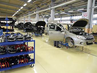 Производство легковых авто в России упало на 10% в 2014 году
