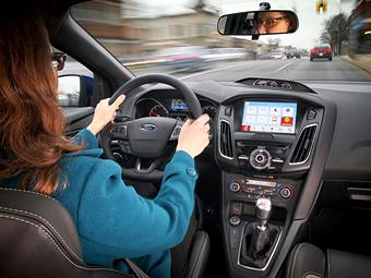 Интерьер Ford с мультимедийной системой SYNC 3. Фото Ford