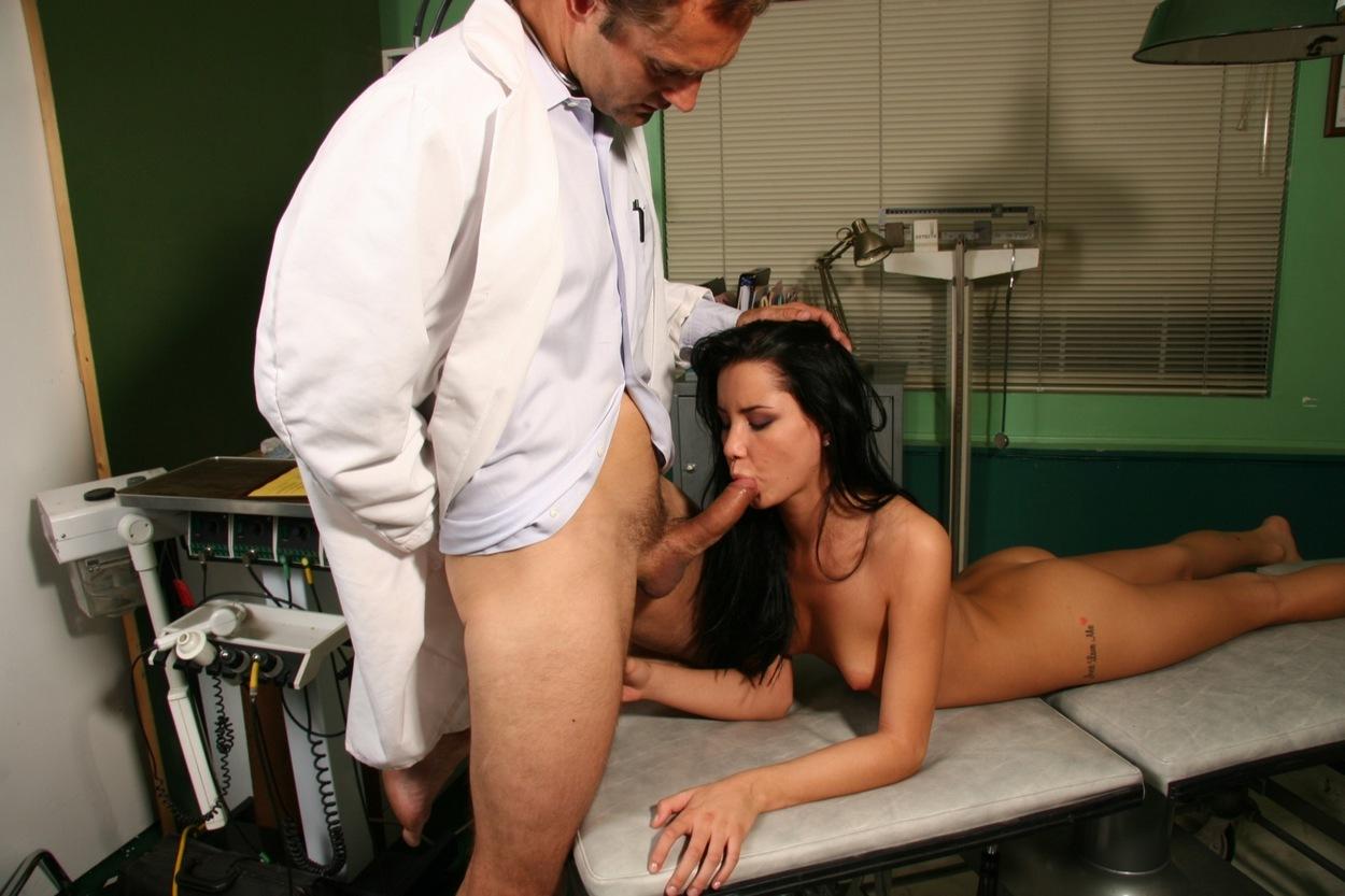 Секс с доктором мужчиной