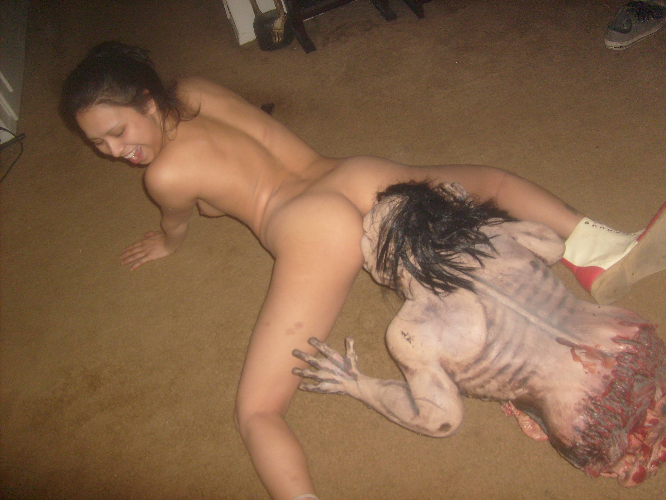 Zombie eating girl vagina porn nackt picture