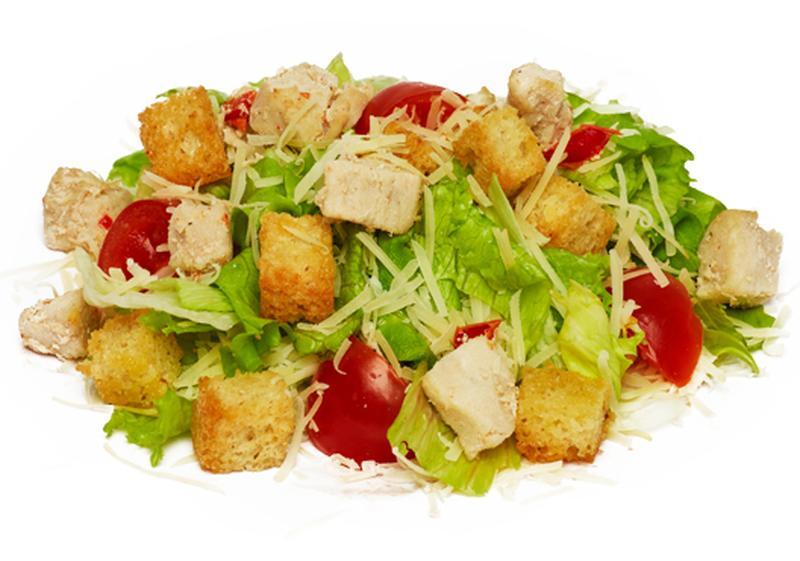 Салат с сухариками и копчеными окорочками