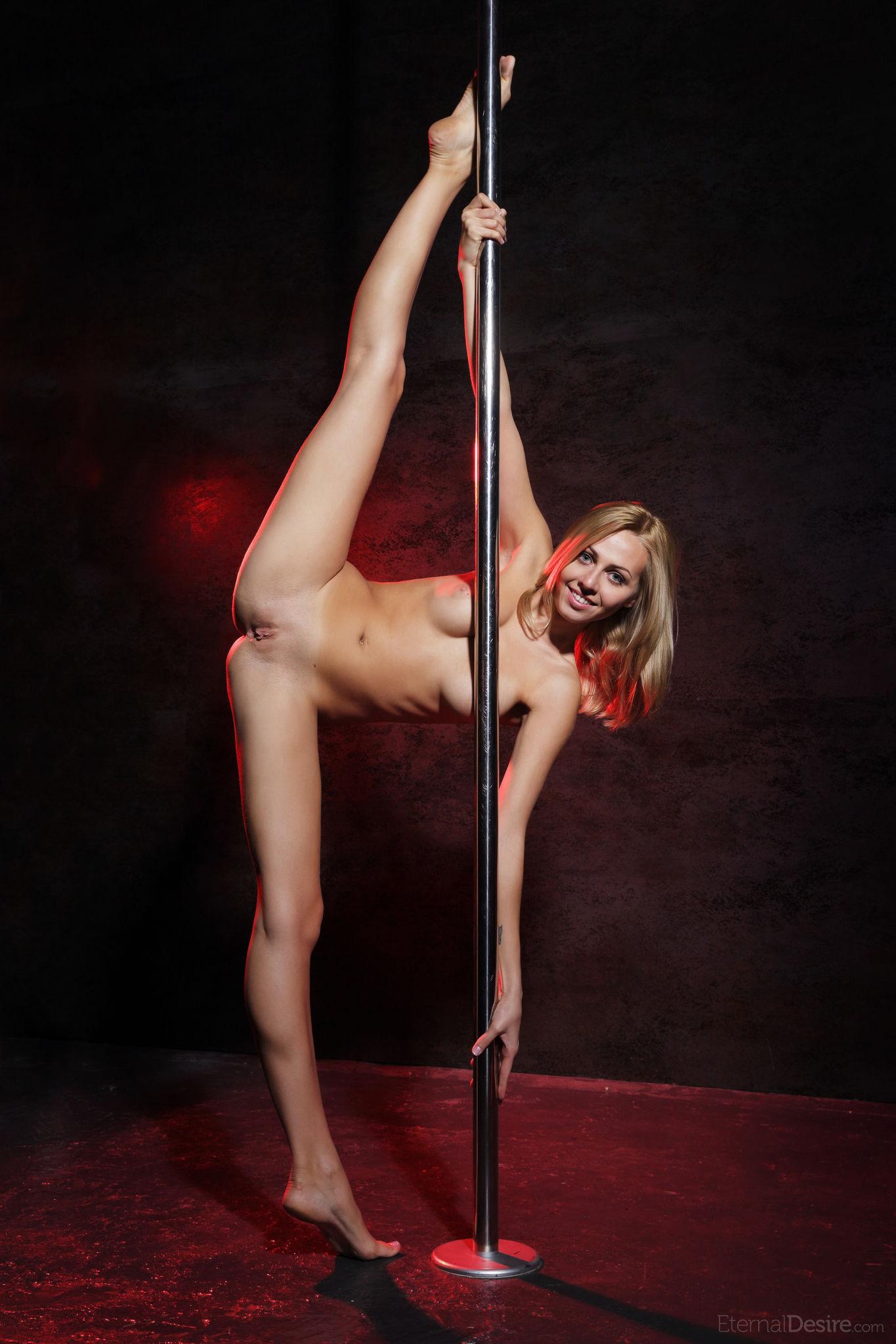 Порно танец со шестом