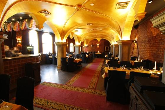 Ресторан Опричник - фотография 10 - Главный зал