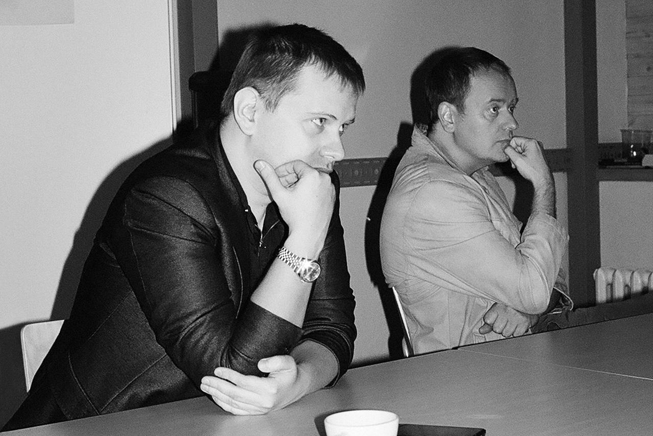 У Ильи Куликова (слева) этой осенью выходит сразу два новых остросюжетных сериала на ТНТ: «Закон каменных джунглей» и «Чернобыль. Зона отчуждения». Алексей Красовский (справа) написал полнометражную комедию, которую будет снимать Дмитрий Дьяченко, работает над медицинским сериалом для СТС