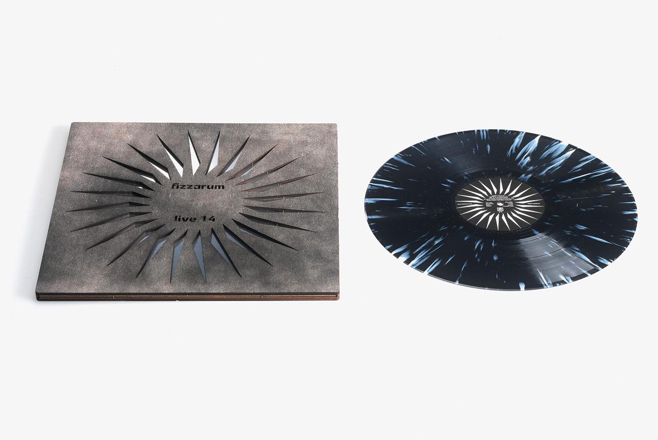 Общий вектор оформления альбомов, выходящих на Sealt, можно охарактеризовать как «брутальная роскошь»