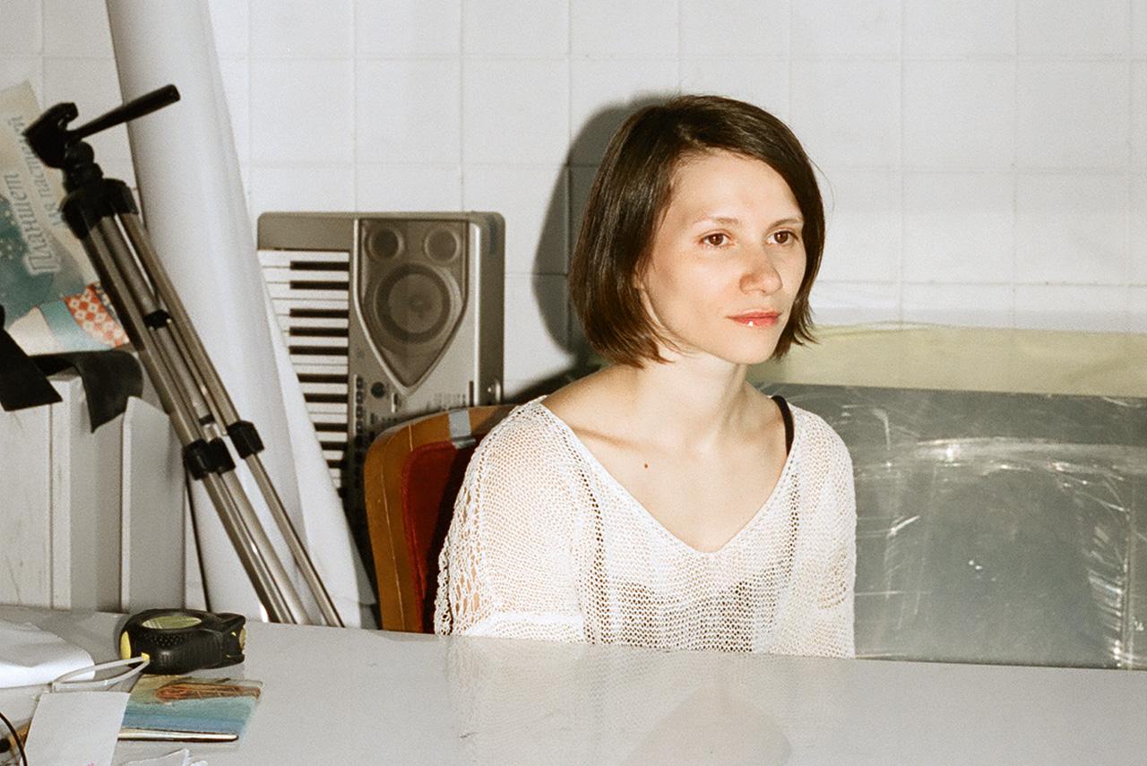 Саша Пирогова пять лет училась физике в МГУ, а теперь успешно занимается современным танцем и снимает видеоарт