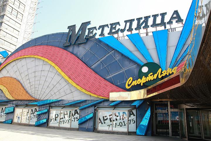 Новый Арбат, как и Тверская, не раз переживал смену поколений арендаторов. Когда не стало казино, туда вселились богатые рестораны Ginza, а сейчас, скажем, на месте «Метелицы» строят ресторанный маркет The 21