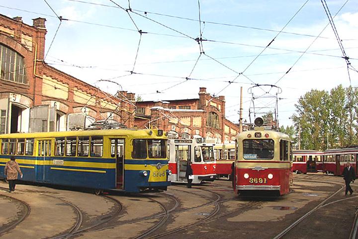 Парад из 17 трамвайных вагонов