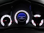 Комбинация приборов выдает массу информации, но шкала эконометра на таком автомобиле кажется лишней. Раньше на «Кадиллаках» было пять кнопок для просмотра меню и выбора функций борткомпьютера, а теперь управление вынесено на левый подрулевой рычажок -- всего одна кнопка и одна рукоятка -- как на автомобилях Opel.