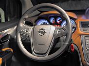 Рулевое колесо точно такое же, как у Opel Astra, с кнопками управления «музыкой» и круиз-контролем. И самое главное -- оно с подогревом.