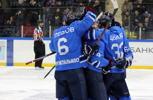 Вновь вчетверке лучших: зауральские хоккеисты обыграли ангарского «Ермака»