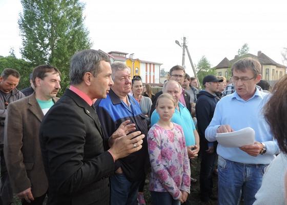 Жители Заволжского района Ярославля вышли нанародный сход