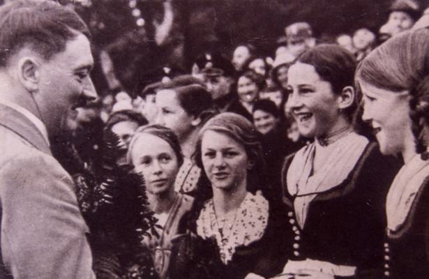Зачем Гитлер держал возле себя 15девушек