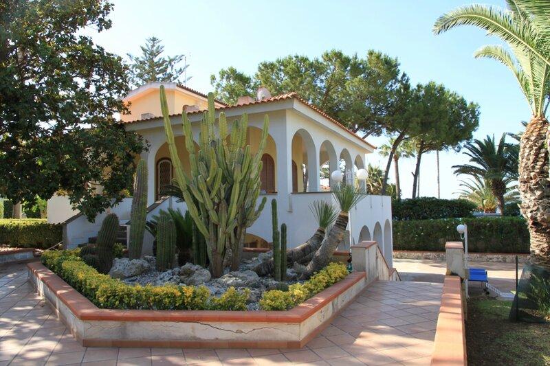 Дом в Наксос на берегу моря недорого с фото