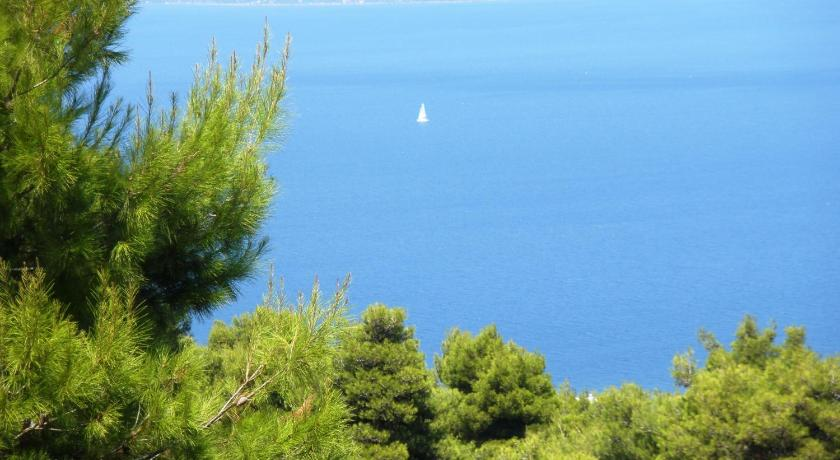 Вилла в Оропос на берегу моря