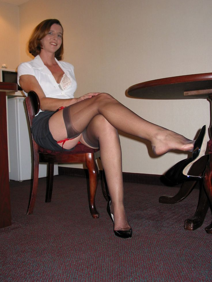 Free videos of mature legs in hose
