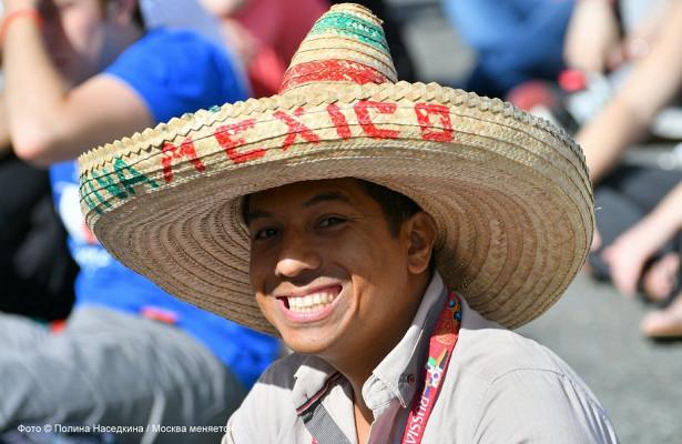 Столичные полицейские вернули потерянный мобильный телефон мексиканцу