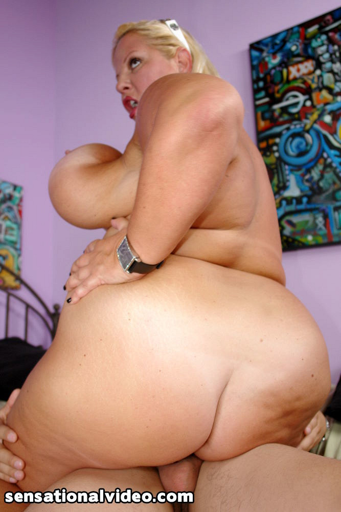 Blonde cowgirl rides 6in dick