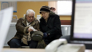 Деньги чиновников предложили отдать пенсионерам