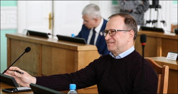 Омского экс-депутата Федотова совторой попытки зарегистрировали напраймериз— онстанет конкурентом …