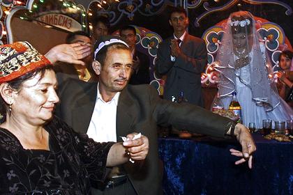 Помолвка натретьем свидании ипокорность жениху: свадьбы вУзбекистане