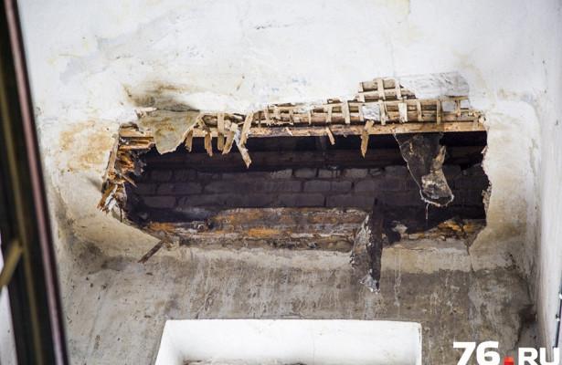 Ясамлазал— тамгниль: глава района выехал вдом, гдерадиомеханик провалился сквозь потолок