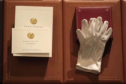 Фонд Нобеля отложил вручение премии политературе