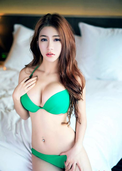 Chinese girls sexy boobs