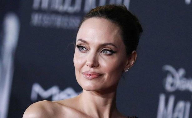 Анджелина Джоли выглядит очень худой нафоне своей 16-летней дочери