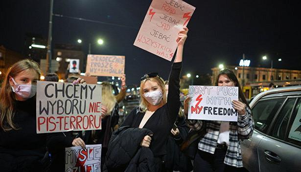 Неаборты, аэкономический кризис: почему бунтуют поляки