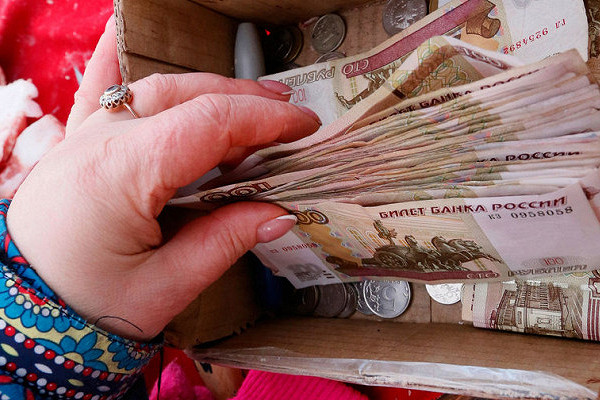 Россиян предостерегли отхранения сбережений врублях
