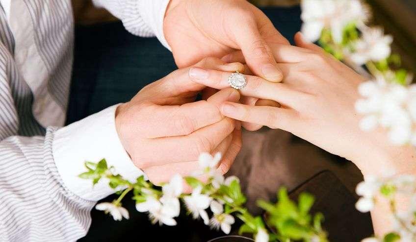 Он предложил мне выйти за него замуж - YouTube