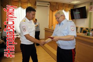 ВКалмыкии сотрудник патрульно-постовой службы полиции награжден медалью МВДРоссии «Задоблесть вслужбе»