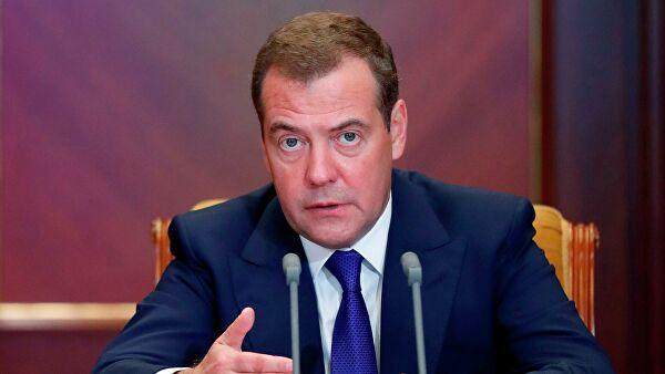 Медведев предложил приостановить внешние связи сСША