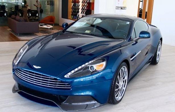 Темно-синий Aston Martin Джеймса Бонда продали нааукционе