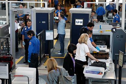 Сотрудник аэропорта заставил пассажирку показать грудь вовремя досмотра