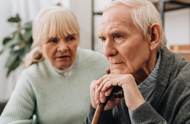 Невролог: нестабильное давление может быть первым симптомом деменции