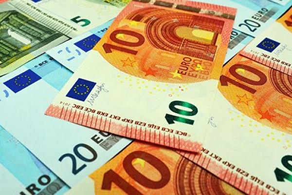 Банки воктябре вполтора раза нарастили вывоз наличных евро