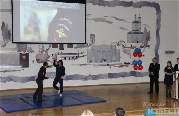 Курские полицейские поздравили кадетов школы №60