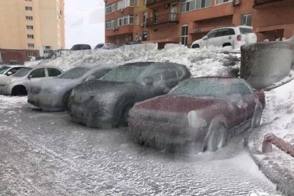 Иностранцев ошарашили фото ледяных машин изВладивостока