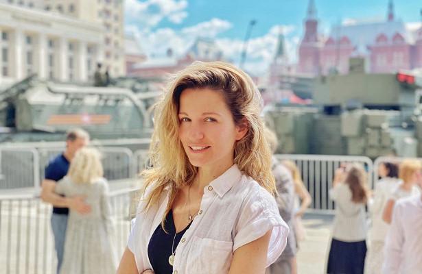 Экс-солистка группы Reflex Женя Малахова рассекретила нового мужа ипоказала свекровь
