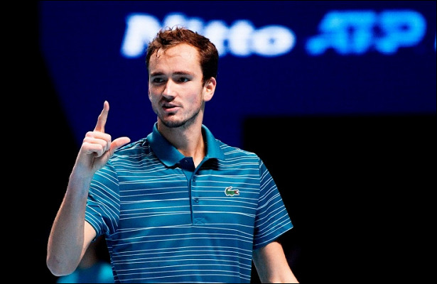Медведев победил первую ракетку мира!
