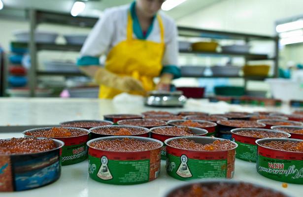 Россиян предостерегли отпокупки декабрьской красной икры