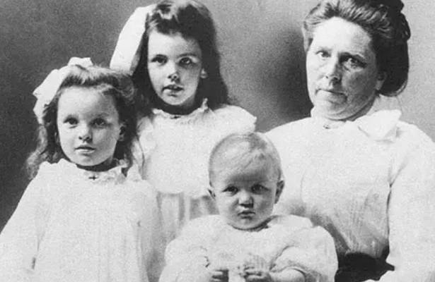 Четыре женщины, брак скоторыми велвмогилу