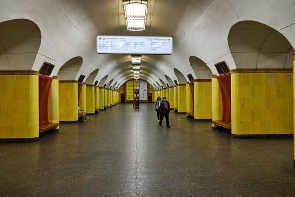 Двестанции метро откроют после реконструкции в2021 году