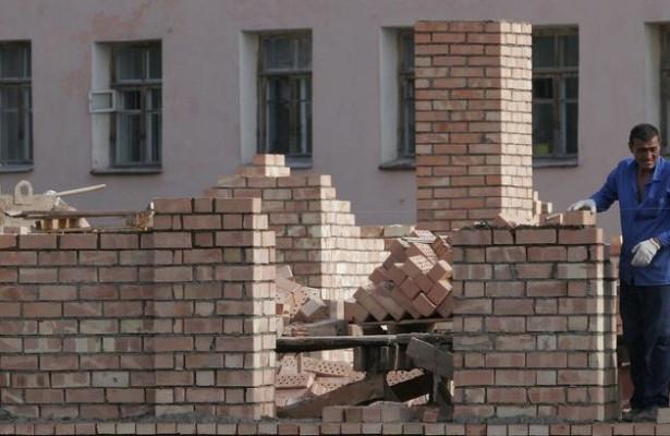 Риск геттоизации: мигранты покупают дешевое жилье навостоке иокраинах Москвы